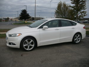 White 2013 Ford Fusion SE I4 Four Door